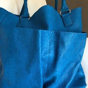 Neiman Marcus Bags - Neiman Marcus snakeskin tote